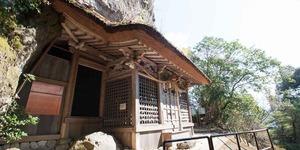 岩屋神社本殿.jpg